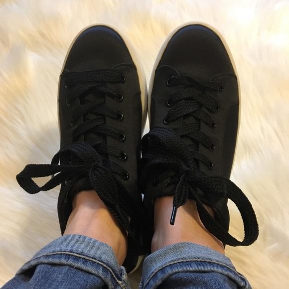 0324ebc7719 Steve Madden Bertie S Black flatform sneakers 7.5.  M 5aaa842450687cfa844533c1